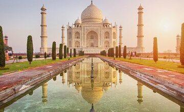 All Inclusive: Taj Mahal Sunrise Tour from Delhi