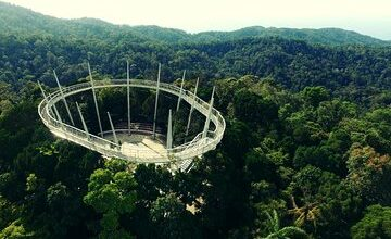 Penang Hill and Temple Cruise Excursion