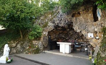 Visit the Sanctuary of Saint Bernadette in Nevers 1-Day tour in PRIVATE CAR